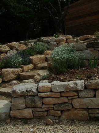Muraillers caladeur de provence murailles am nagement de jardins pierres s ches dit s par la for Pierres pour muret de jardin